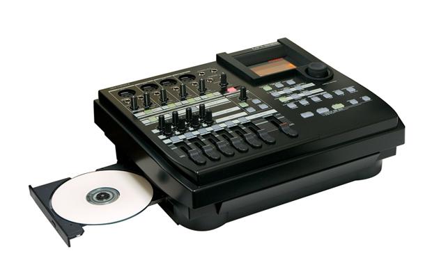 MR8HD-CD_02